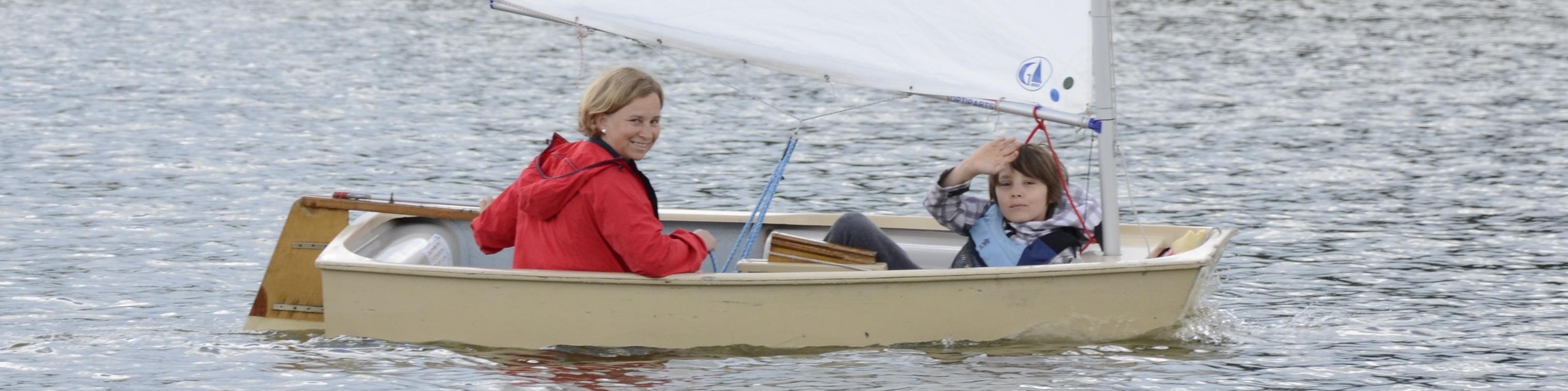 Katrin mit Segelkind Oska beim Tag der offenen Tür
